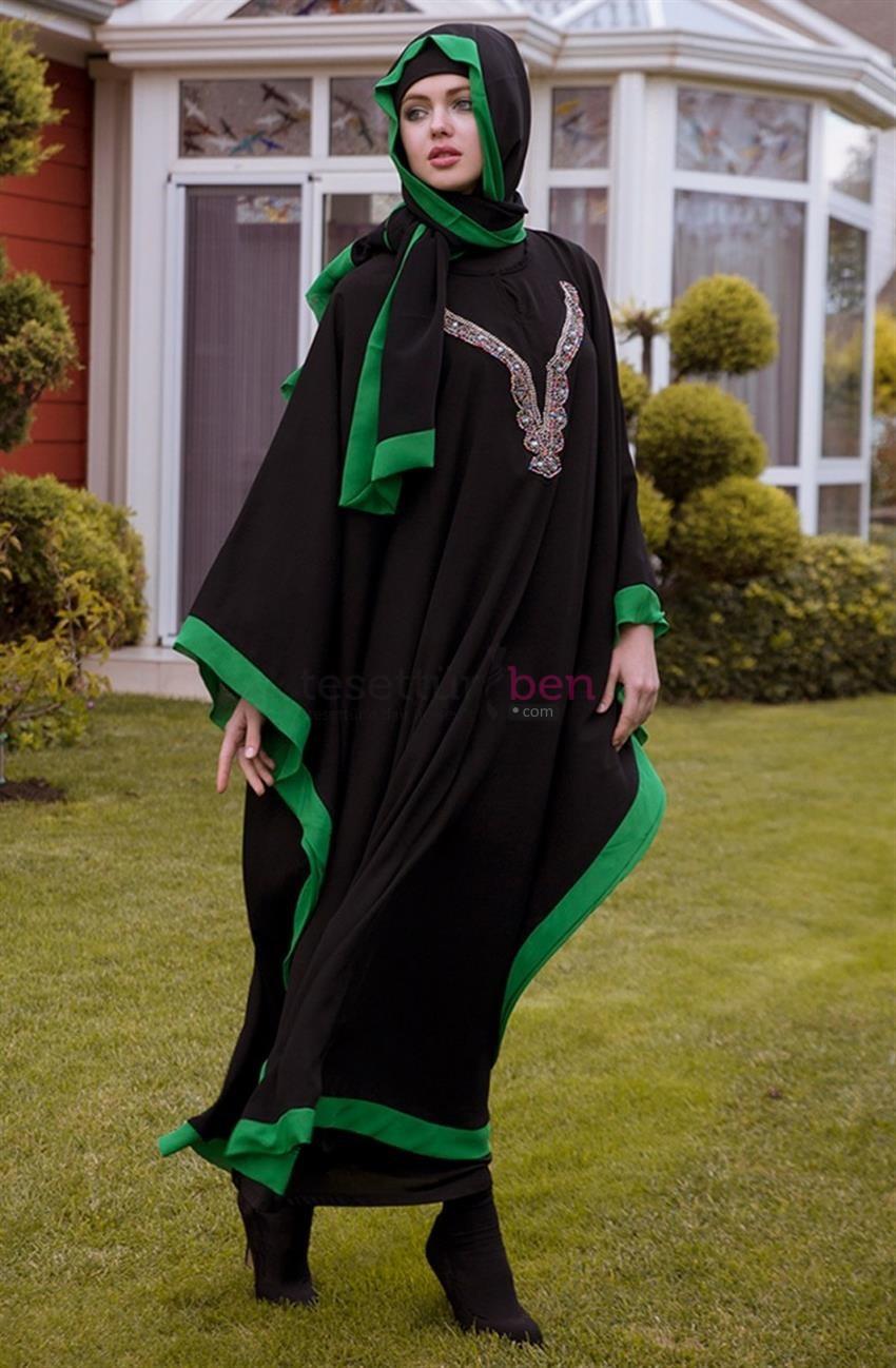 Arzu Ergen Siyah Yeşil Renkli Kolye Aksesuarlı Ferace