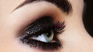 Siyah Göz Makyajı Nasıl Yapılır?